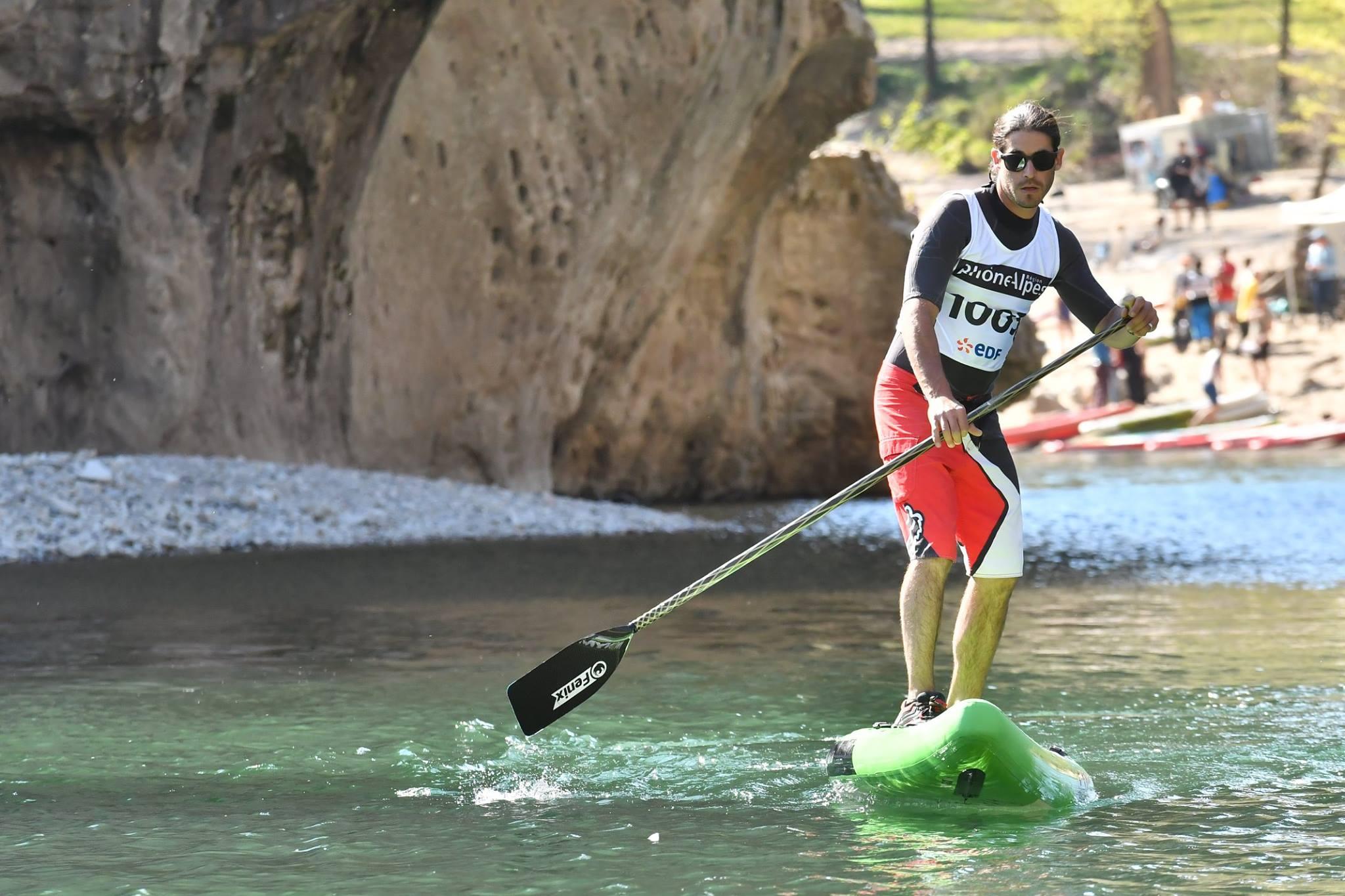 apprenez à marcher sur l'eau en pratiquant le stand up paddle