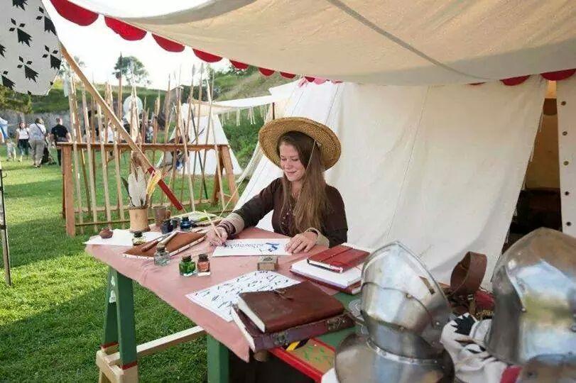 Initiation à la Calligraphie Médiévale 🏰