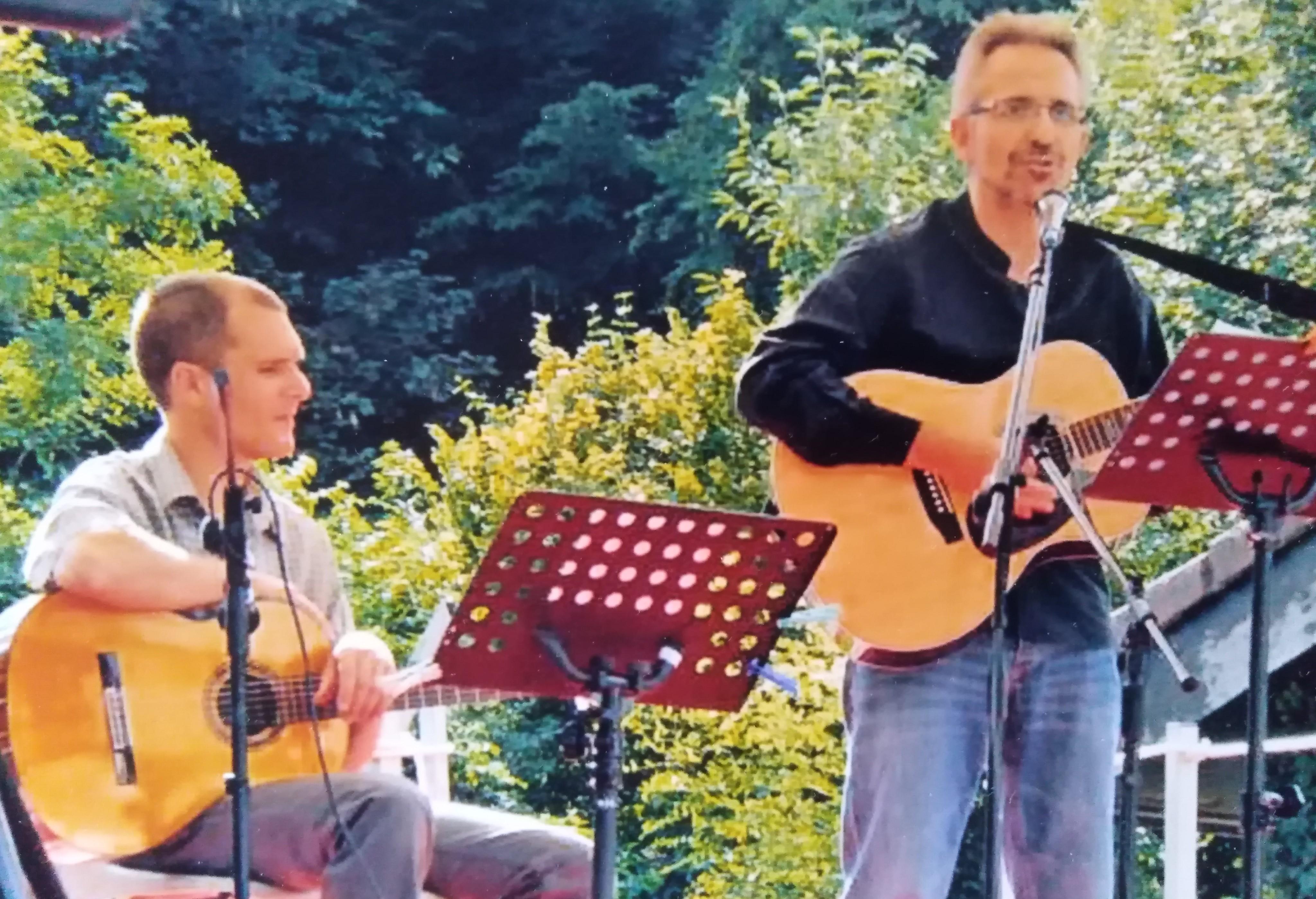 Initiation à la guitare d'accompagnement et interprétation de chansons