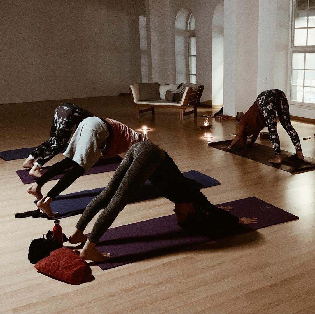 Yoga vinyasa 75'